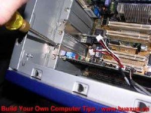 TRUNG TAM TIN HOC KEY_ Xiết chặt vis card với thùng máy