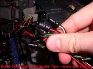 TRUNG TAM TIN HOC KEY_ Cắm các dây tín hiệu của thùng máy vào mainboard