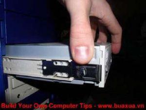 TRUNG TAM TIN HOC KEY_ Ráp ổ đĩa vào thùng máy